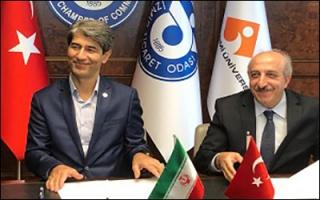 امضا تفاهم توسعه همکاری حملونقل بینالمللی جادهای میان ایران و ترکیه