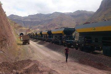 برای اولین بار در کشور صورت گرفت: حمل مصالح مورد نیاز راهآهن رشت- انزلی با قطار