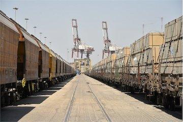 مدیرکل راه آهن جنوب اعلام کرد: افزایش ۲۹ درصدی تخلیه و بارگیری ریلی در بندر امام (ره)