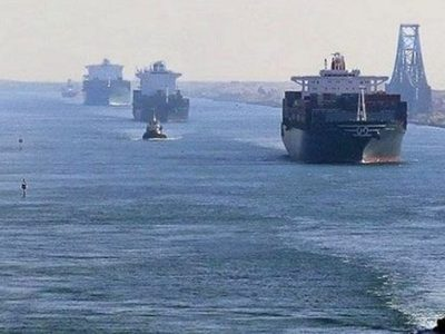 انتظار صدها کشتی در ورودی و خروجی کانال سوئز